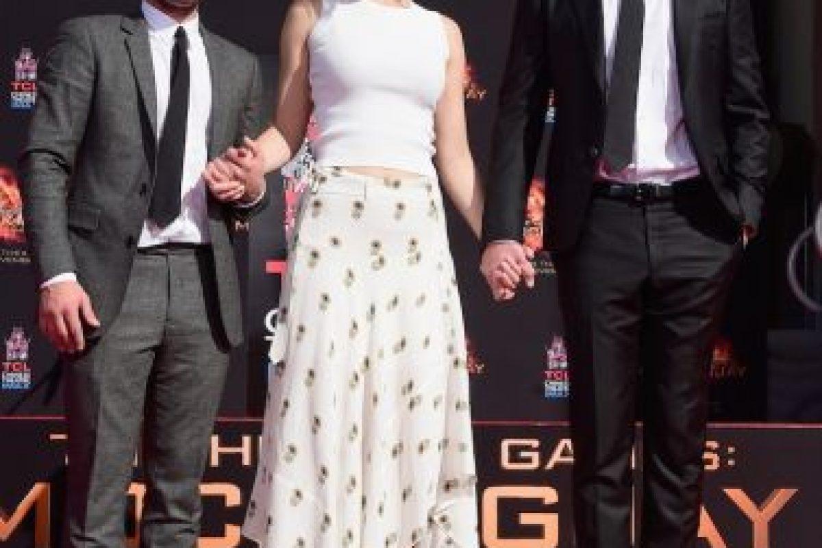 """A semanas del estreno de la última película de """"Los Juegos del Hambre"""", sus protagonistas plasmaron sus huellas en el paseo de la fama de Hollywood. Foto:Getty Images. Imagen Por:"""