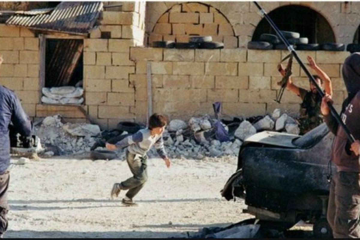 """4. """"Niño sirio que finge su muerte para salvar hermana"""" fue una imagen que se volvió viral en noviembre de 2014 Foto:Lars Klevberg,. Imagen Por:"""