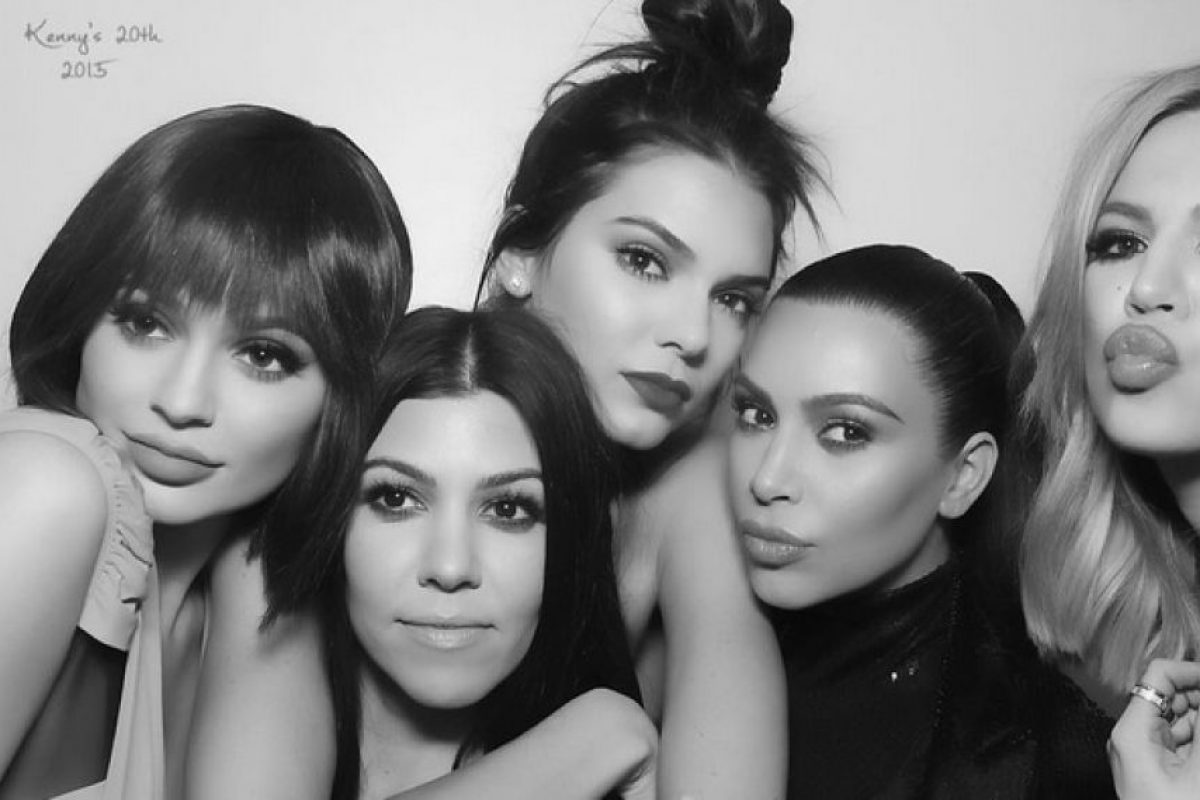 Las hermanas Kardashian se caracterizan por mostrar de más con sus outfits. Foto:Instagram/kimkardashian. Imagen Por: