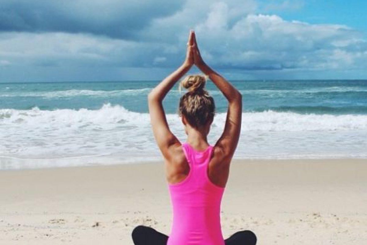 """""""En esta foto uno finge ser zen para Instagram"""", dice con ironía. Foto:vía Instagram/essenaoneill. Imagen Por:"""