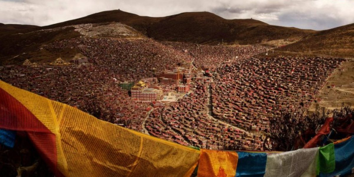 ¡Impresionante! Conoce el centro budista más grande del mundo