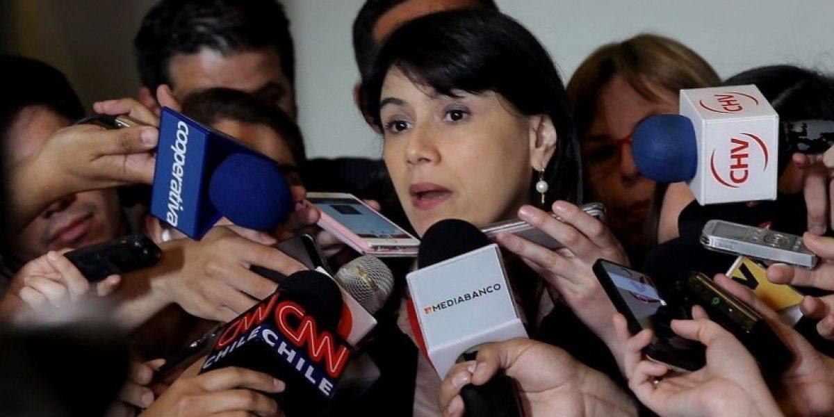 """Dura respuesta de ministra Blanco: """"Mes que no se trabaja, no se paga"""""""