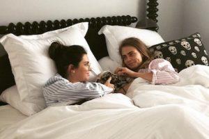 Cara y Kendall no solo son las mejores amigas… Foto:Instagram/caradelevingne. Imagen Por: