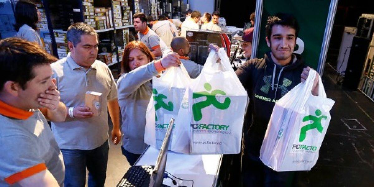 Más de 1.200 personas pudieron entrar a la venta de bodega de PC Factory