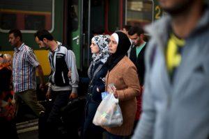 """De acuerdo al documento, no está permitido """"adquirir"""" más de tres mujeres, excepto para extranjeros provenientes de Turquía, Siria y para los árabes provenientes del Golfo Foto:Getty Images. Imagen Por:"""