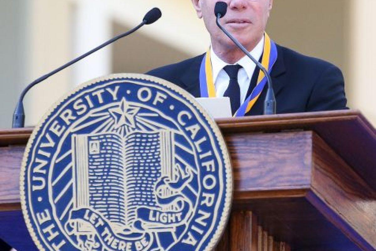 Vive en Malibú, California, en Estados Unidos y es un magnate de medios de comunicación. Foto:Getty Images. Imagen Por: