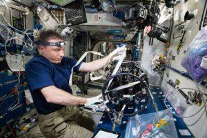 El astronauta Terry Virts es encargado de analizar el funcionamiento de la nave espacial para en un futuro mejorarlas. Foto:Vía nasa.gov. Imagen Por: