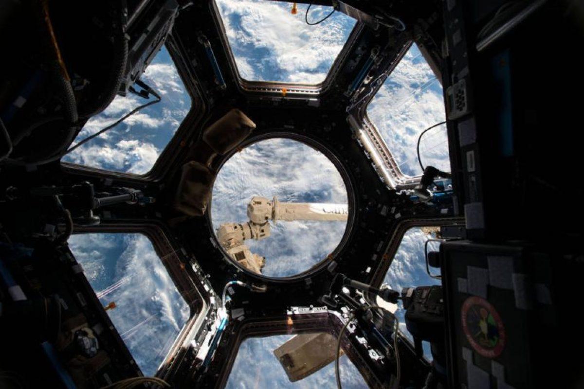 """Así se ve la Tierra desde una de las """"oficinas"""" espaciales. Foto:Vía nasa.gov. Imagen Por:"""