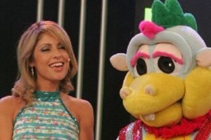 """Karina Rivera y Ricardo Bonilla eran los protagonistas de un programa en el que se vieron programas de animación japonesa y también """"El Chavo del 8"""". Este programa se llamó """"El Show del Chavo"""". Foto:vía América TV. Imagen Por:"""