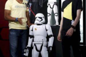 """""""Stormtrooper"""", Figura de acción de 48 pulgadas (1.22 metros) de alto Foto:The Disney Store. Imagen Por:"""