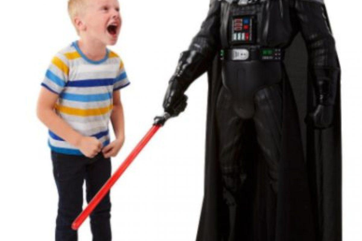 """Figura de acción """"Darth Vader"""" gigante Foto:Jakks Pacific. Imagen Por:"""
