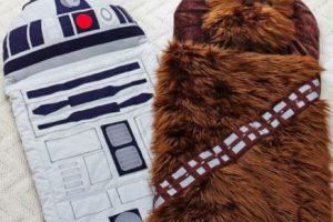 """Bolsas de dormir de """"R2-D2"""" y """"Chewie"""" Foto:Pottery Barn. Imagen Por:"""