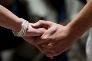Dicha aprobación determinó que los registros civiles de ese país están obligados a aceptar la unión de personas del mismo sexo. Foto:Getty Images. Imagen Por:
