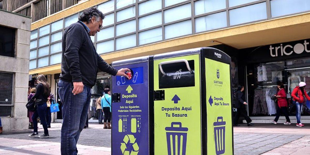 Municipio de Santiago instala el primer basurero inteligente del país