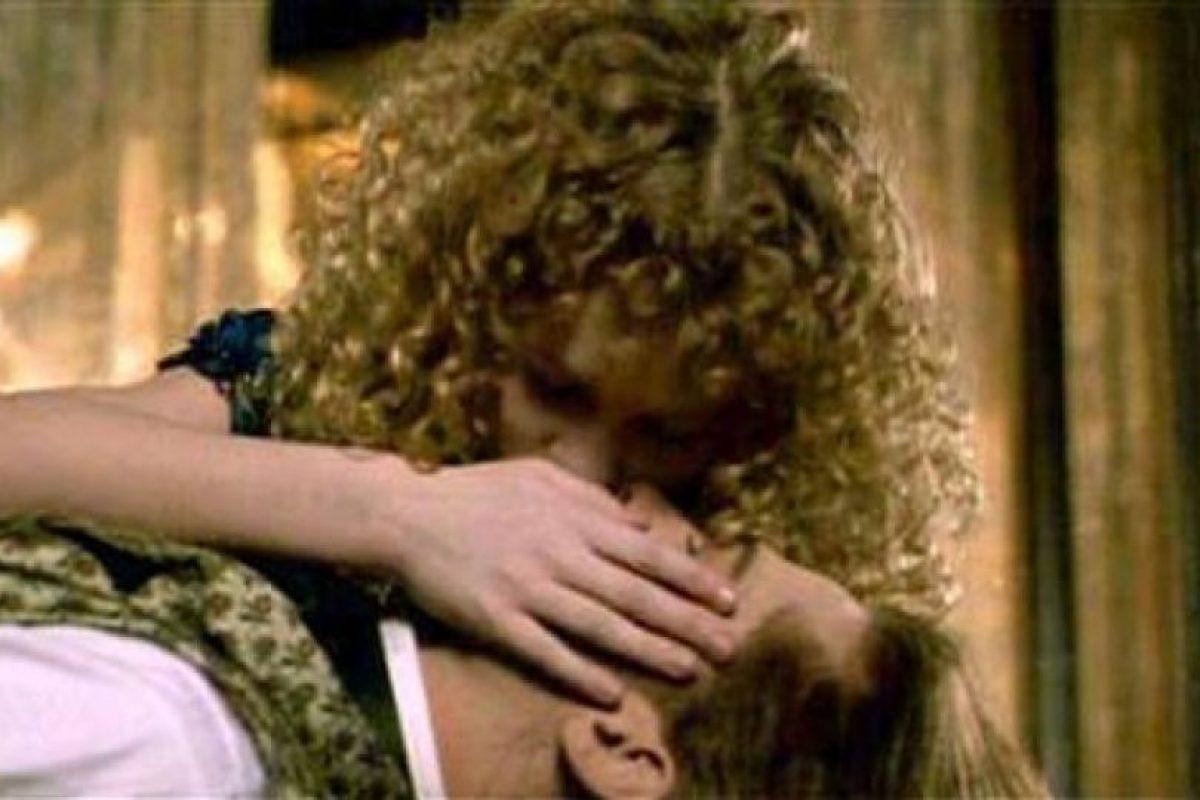 """""""Entrevista con el Vampiro"""" fue la película idónea para que Kirsten diera su primer beso con tan solo 12 años con Brad Pitt. Foto:Pinterest. Imagen Por:"""