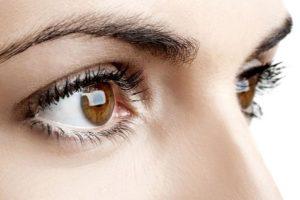 Es aconsejable acudir a un médico, ya que puede resultar una condición grave como la conjuntivitis, y glaucoma. Aunque también hay otras explicaciones, menos graves a menudo provocadas por su vida diaria. Foto:Tumblr. Imagen Por: