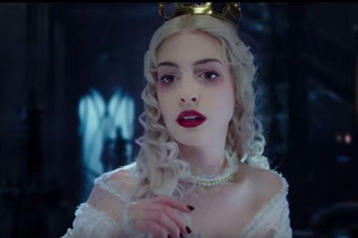 """Anne Hathaway como """"La Reina Blanca"""" Foto:Disney. Imagen Por:"""