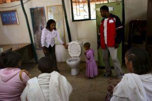 Y casi mil millones de personas (60% de ellas de la India) no usan sanitarios. Foto:Getty Images. Imagen Por: