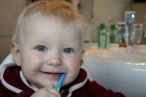 5. Además, al masticar producimos más ácido en la boca, el cual llega al estómago sin haber consumido alimentos. Esto irrita el estómago y puede provocar úlceras. Foto:Flickr. Imagen Por: