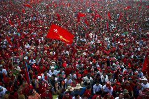 Partidarios de la líder de la oposición de Myanmar Aung San Suu Kyi durante evento de campaña. Foto:AFP. Imagen Por: