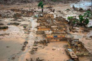 Se ha ido desalojando a los sobrevivientes. Foto:AFP. Imagen Por: