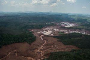 Samarco la empresa dueña de la represa aseguró que se se están movilizando todos los esfuerzos. Foto:AFP. Imagen Por:
