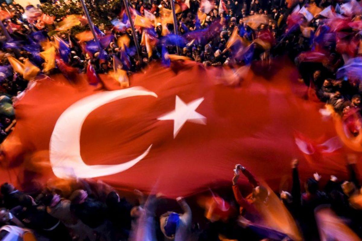 Simpatizantes del Partido de la Justicia y Desarrollo de Turquía. Foto:AFP. Imagen Por: