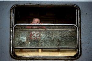 Niño migrante camino a Serbia. Foto:AFP. Imagen Por: