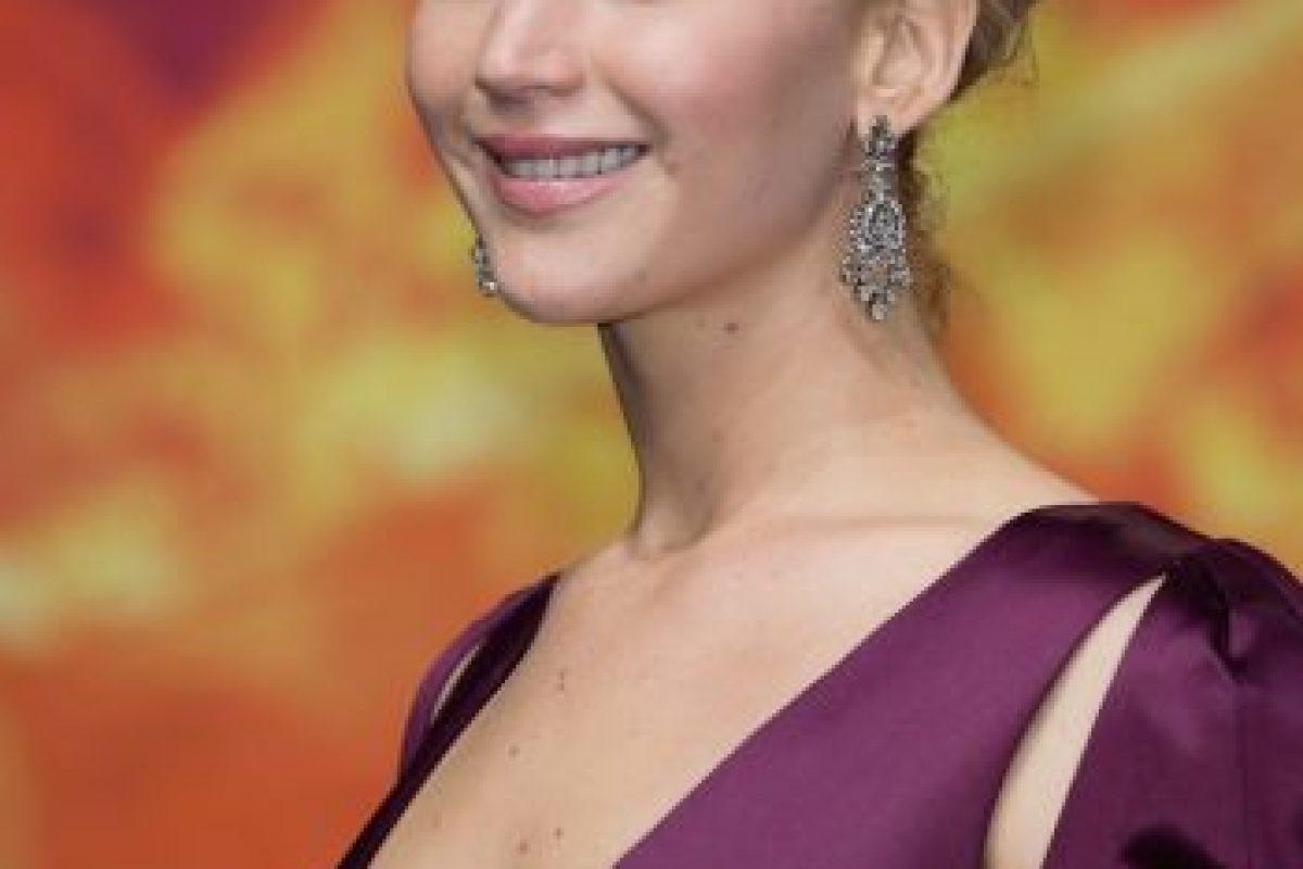 """El pasado 4 de noviembre, durante el estreno de """"Sinsajo parte 2"""" en Berlín, se robó toda la atención con este escotado vestido púrpura Foto:Getty Images. Imagen Por:"""