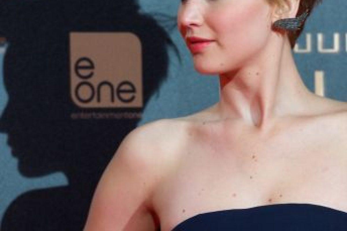 """En 2013, durante el lanzamiento de """"En Llamas"""", apostó por un vestido strapless azul. Foto:Getty Images. Imagen Por:"""