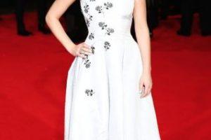 """En 2014, con el estreno de """"Sinsajo parte 1"""", la actriz lució un vestido blanco con detalles en plata. Foto:Getty Images. Imagen Por:"""
