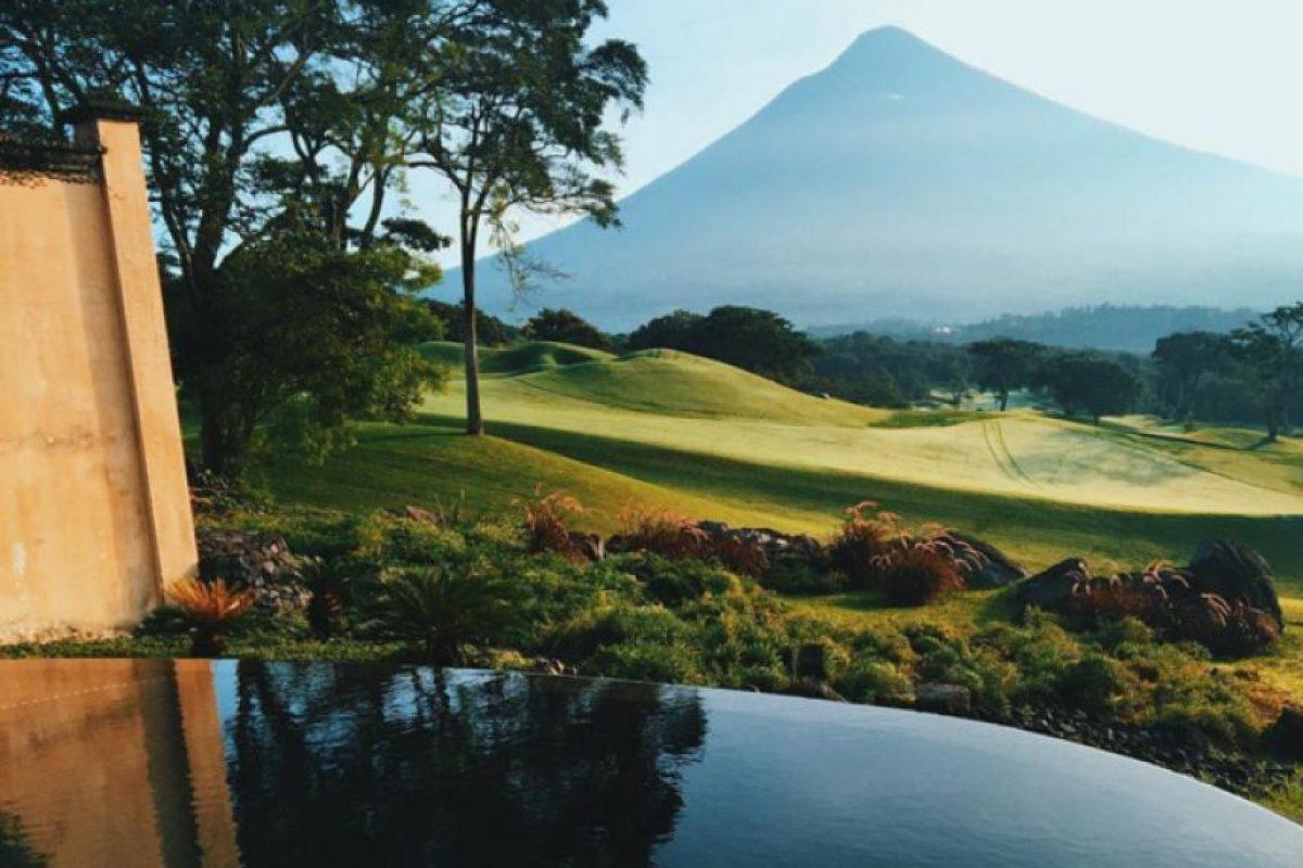 Se ubica en un Valle rodeado por tres volcanes y montañas en la que se cultiva café. Foto:Vía https://instagram.com/explore/tags/antiguaguatemala. Imagen Por: