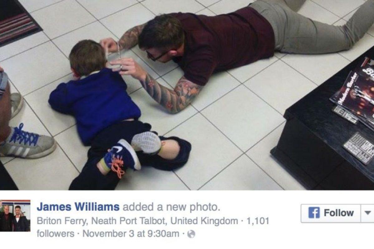 Además se sintió emocionado porque el pequeño Mason le dio un abrazo cuando terminó de atenderlo. Foto:Vía Facebook/Jimthetrim254britonferry. Imagen Por: