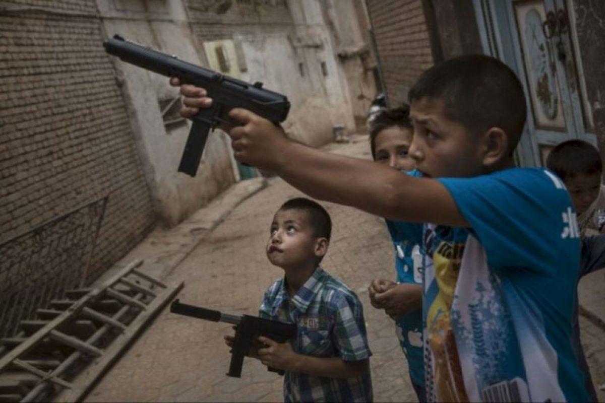 Luego de atar al pequeño uno de los adolescentes lo apuñaló por la espalda. Foto:Getty Images. Imagen Por: