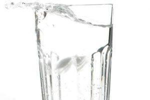 4. Alternar agua con alcohol en partes iguales. Foto:Getty Images. Imagen Por: