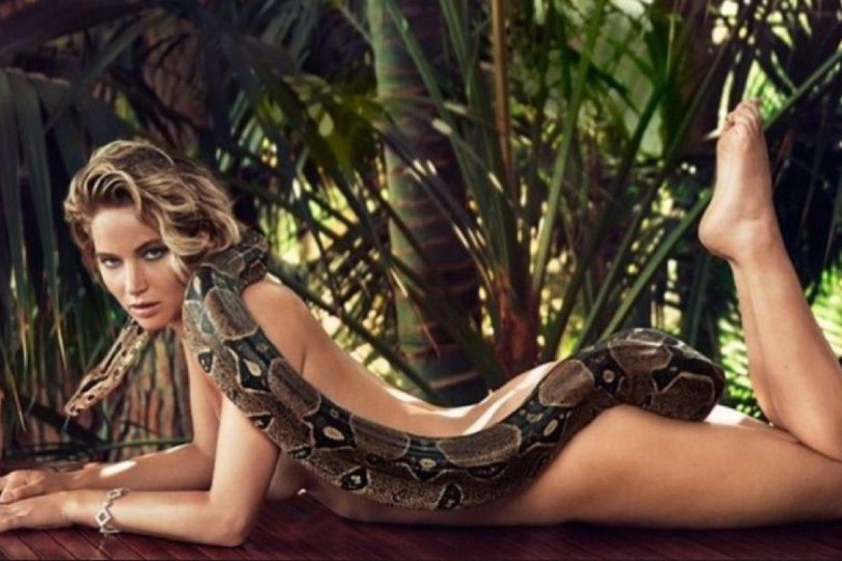 Lawrence apareció desnuda y solamente acompañada de una boa constrictor que cubre gran parte de su cuerpo Foto:Vanity Fair. Imagen Por: