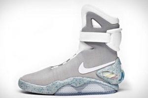 Estos sneakers tan solo cuestan 37500 dólares. Son una réplica de los tenis de Michael J. Fox en 'Volver al futuro' Foto: Nike. Imagen Por: