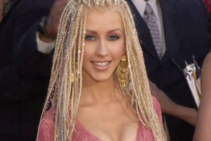 Las trenzas afro para las blancas tampoco son buena idea. Foto:vía Getty Images. Imagen Por: