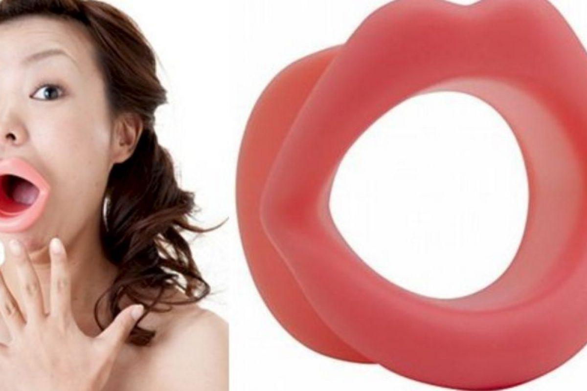 Se inserta en molde en la boca y se realizan movimientos para ejercitar los músculos. Foto: japantrendshop.com. Imagen Por: