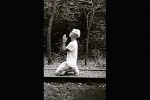1. La estrella de pop visitó el santuario de Yasukuni en Japón, por lo que publicó dos fotografías que causaron polémica en las redes sociales, pues el santuario rendía honor a todos los caídos de Japón inluídos los criminales de guerra durante la segunda Guerra Mundial. Foto:Instagram/justinbieber. Imagen Por: