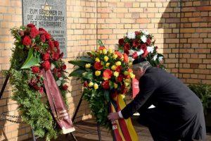 En otros sitios se recuerda a quienes murieron tratando de cruzar el muro Foto:Getty Images. Imagen Por:
