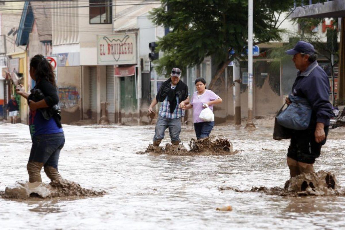 Las fuertes lluvias que afectaron al norte del país hace algunos meses provocaron aluviones que inundaron ciudades como Chañaral y Copiapó. Lugares en los que nunca llueve con tanta intensidad y que, según la OMM, es una de las consecuencias del cambio climático. Foto:Agencia Uno. Imagen Por: