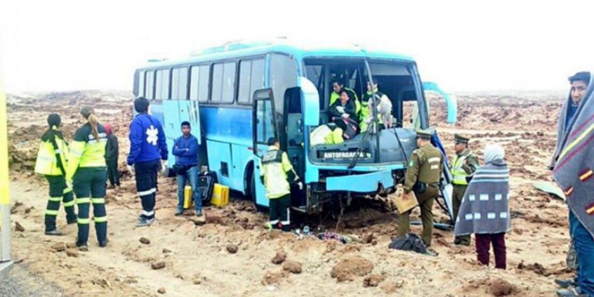 Accidente carretero: bus que viajaba a Antofagasta choca dejando 11 heridos