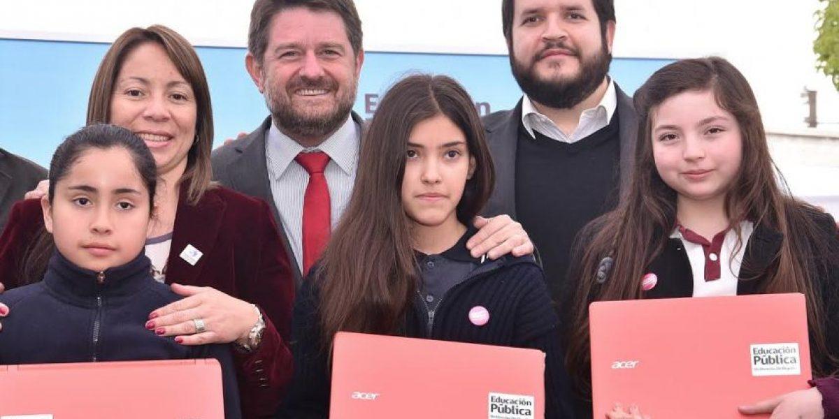 Santiago: 23 mil alumnos de séptimo básico fueron beneficiados con  notebook