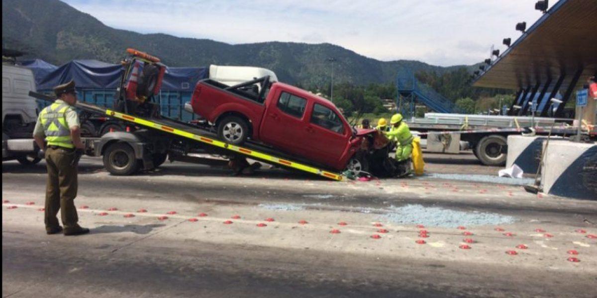 Vehículo chocó contra el pórtico del pasaje Angostura: hay un muerto y tres heridos