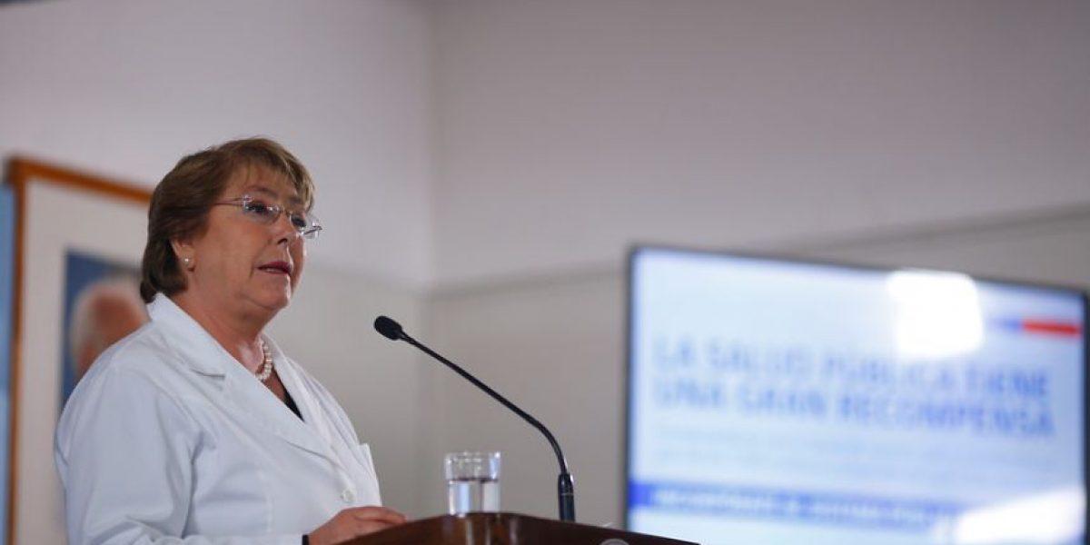 Cadem: apoyo a Bachelet baja un punto tras paro del Registro Civil