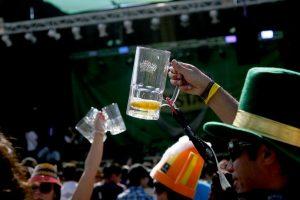 4- El bebedor social vive su vida con normalidad cuando no ha consumido alcohol Foto:Agencia Uno. Imagen Por:
