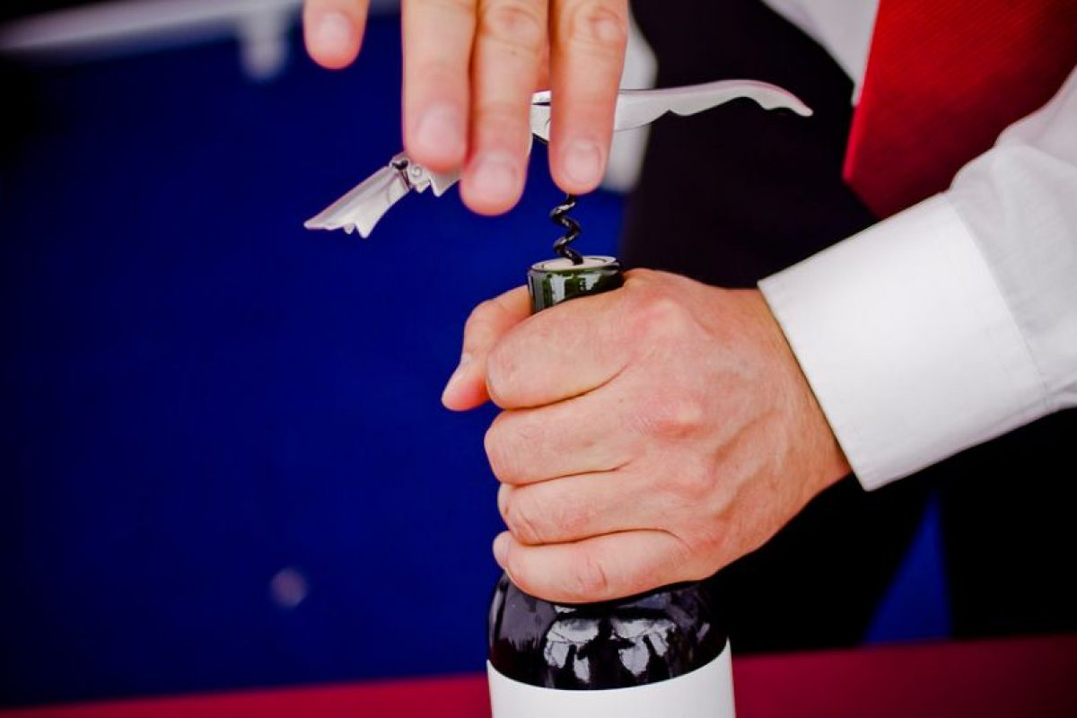 """El bebedor social es el que prefiere evitar peleas, total beber es en """"buena onda"""" ¡Salud! Foto:Agencia Uno. Imagen Por:"""