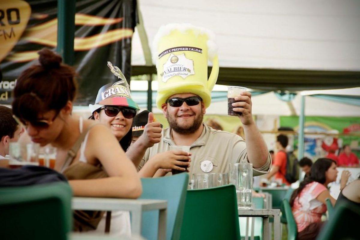 3- El bebedor social puede pasar varios días, semanas o meses sin beber Foto:Agencia Uno. Imagen Por: