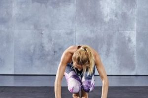 Se salta de lado a lado, doblando las rodillas únicamente al pasar por el centro… Foto:victoriassecret.com. Imagen Por: